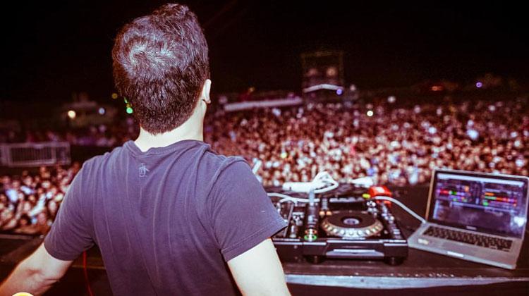 Contratar a DJ Alex Dover