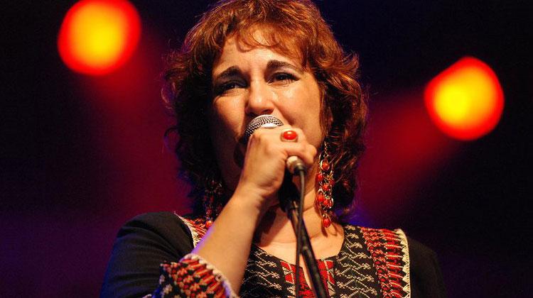 Yamila Cafrune en los festejos del 25 de mayo en Zárate