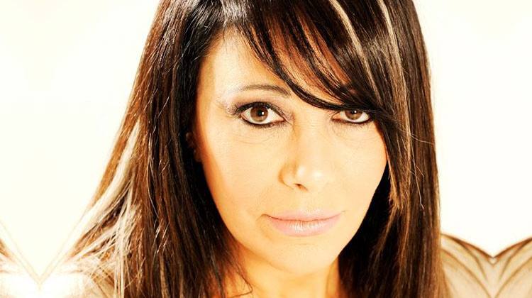 Contrataciones Adriana Varela