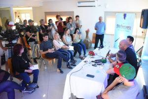 Contratar artistas para festivales municipales y fiestas nacionales