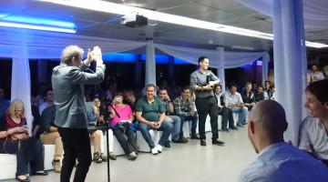 Alacrán en fiesta de New Bytes en el Catamarán Galileo