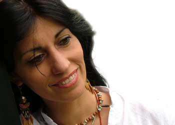 Contratar a Monica Abraham