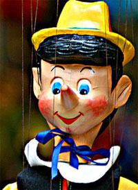 Contratar a Pinocho en el mundo de los Titeres