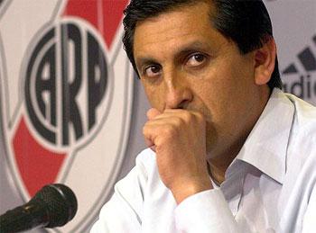Contratar a Ramon Diaz
