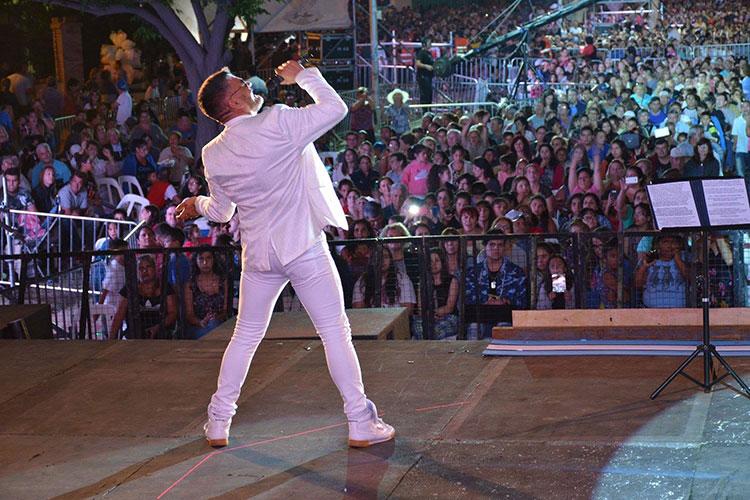 Contratar cantantes para festivales nacionales
