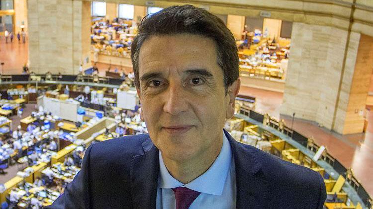 Contratar a Carlos Melconian