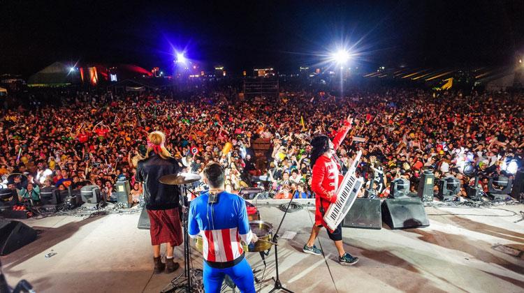 Los Totora en la Fiesta de Disfraces de Paraná