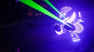 Contratar a RoberMan, robot de led luminoso