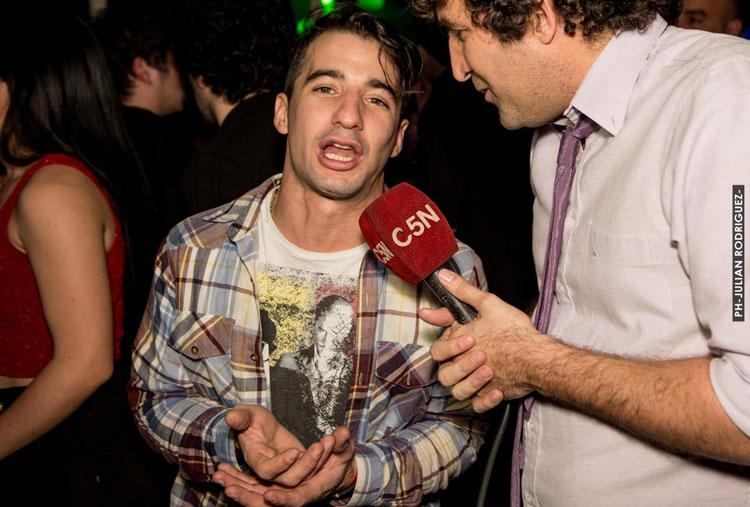 Humoristas de Peligro Sin Codificar y Rodrigo Guirao en el Aniversario de El Bosque