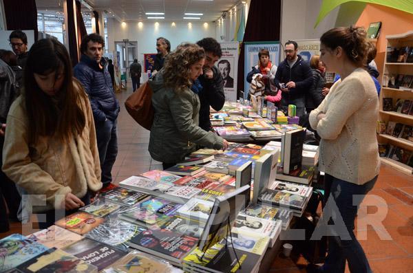 Contratar oradores y disertantes para la Feria del Libro