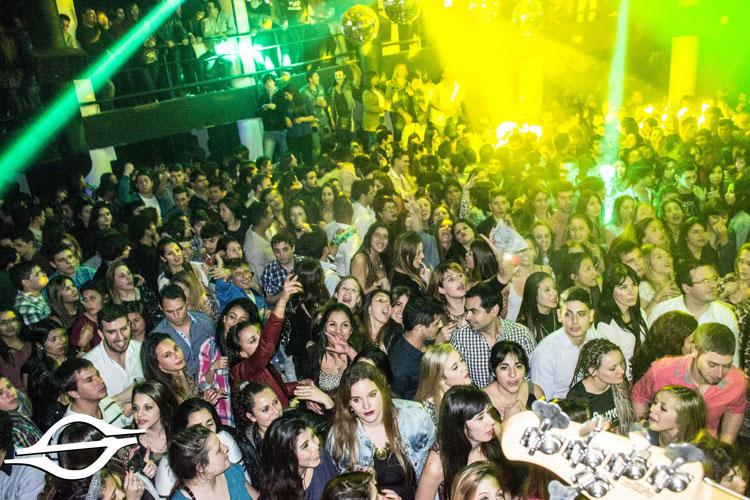 Los Arándanos en la inauguración de Specktra Disco
