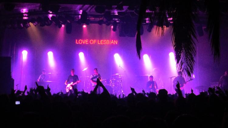 contratar a love of lesbian