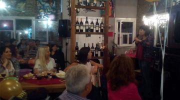 Natalia Carulias en cumpleaños de 53, San Isidro