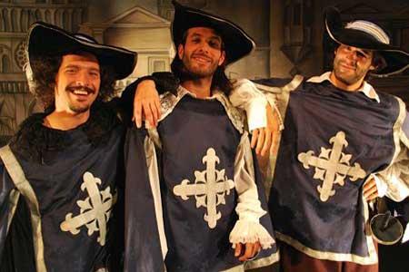 Contratacion de Los Tres Mosqueteros
